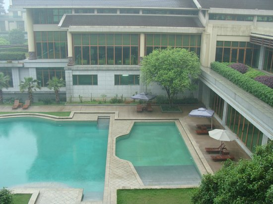Linyin Holiday Hotel: The Rear Gardens