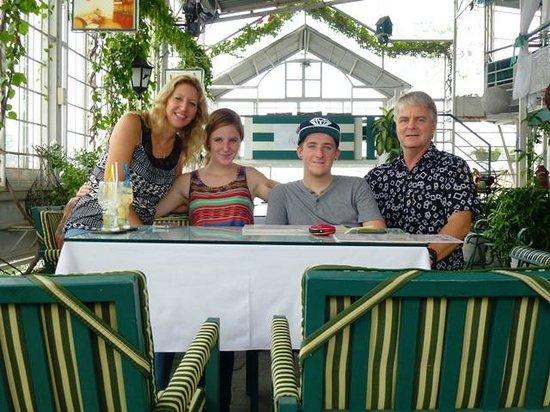 Minh Chau Hotel: Family Arrival