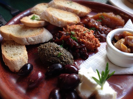 Plato: Platter of confit garlic with local feta, olives and dips