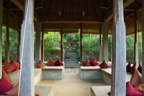 Living Heritage Koslanda: Public Sitting Area