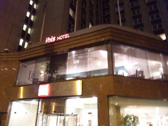 Ibis London Earls Court : ホテル外観