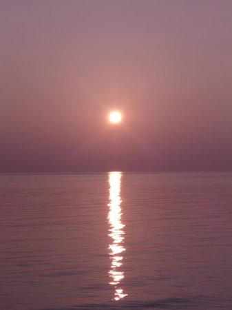 Veligandu Island Resort & Spa : Der Sonnenuntergang von unserem Bungi aus aufgenommen