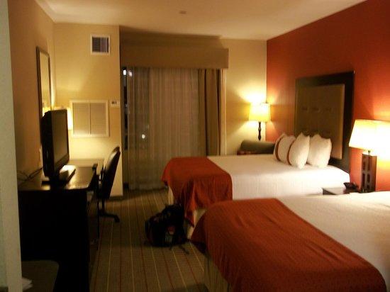 Holiday Inn Hotel & Suites Lake Charles W-Sulphur: aspecto general de habitación