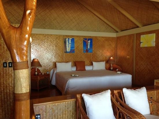 Aitutaki Lagoon Resort & Spa: Step up to the comfy King size Bed