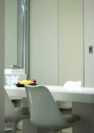 El Palauet Living Barcelona : Dining area in suite