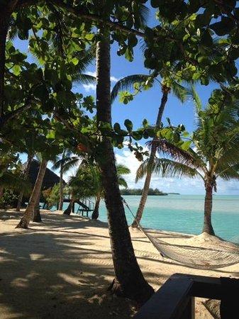 Aitutaki Lagoon Resort & Spa: Overwater Bungalow to our left