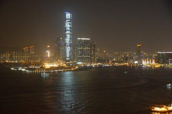 Ibis Hong Kong Central & Sheung Wan Hotel : Вид из окна отеля на бухту