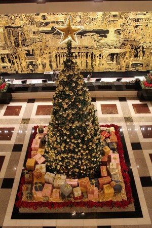 The Garden Hotel Guangzhou: Giant X'mas tree in lobby