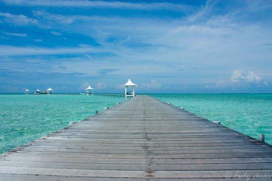 Cinnamon Hakuraa Huraa Maldives: way to jetty