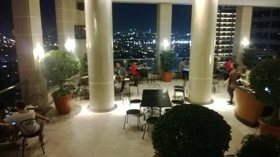 Rooftop Restaurant/bar/pool - Picture Of City Garden Hotel Makati - Tripadvisor
