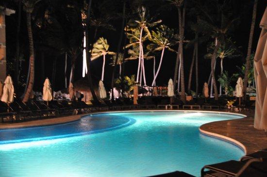 Dreams Palm Beach Punta Cana: Preferred pool at night.