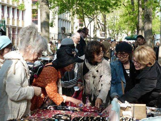 Marché aux Puces de la Porte de Vanves : Beautiful, funky dressed collectors...