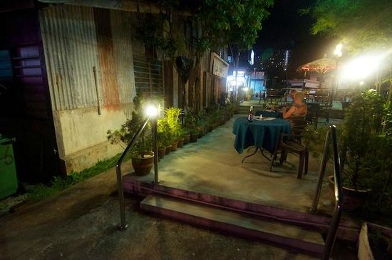 Boatman Restaurant : Outside seating area