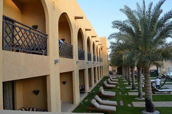 Tilal Liwa Hotel: Pool facing rooms