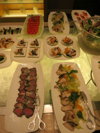 Trident, Chennai : Tasteful presentation at the New Year buffet.