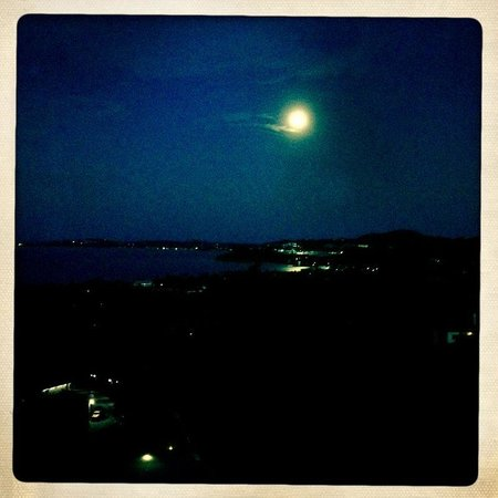 Mantra Samui Resort: Moon rise from the room
