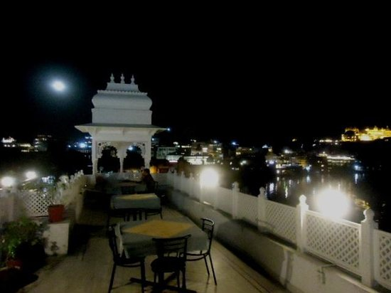 Hotel Thamla Haveli: Eating out after sundown