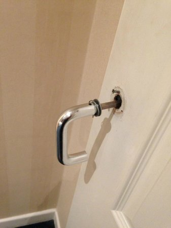 Chesters Hotel and Restaurant: door handle off - trapped in room