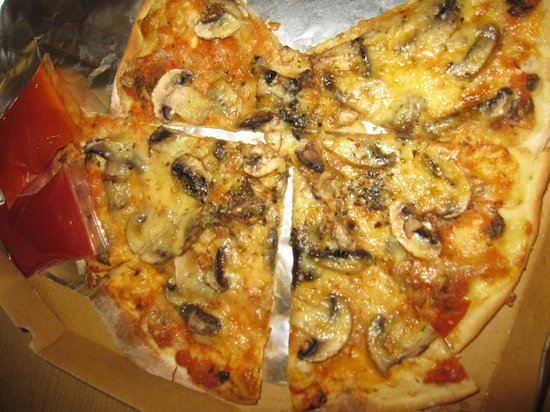 Root & Branch: Fungi Pizza with very thin crust, crispy and nice