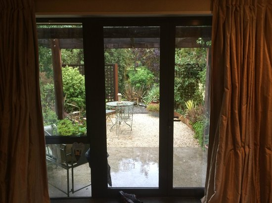 Rippinvale Retreat: Lovely setting in any weather