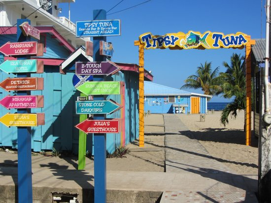 Tipsy Tuna : Entrance to Beachside Restaurant