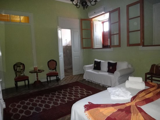 Colonial House Bed and Breakfast: номер