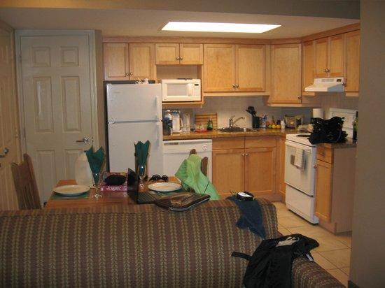 Banff Rocky Mountain Resort: beautiful kitchen fully equipped