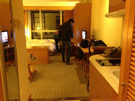 Harbour Plaza Resort City Hong Kong : Relatively spacious room