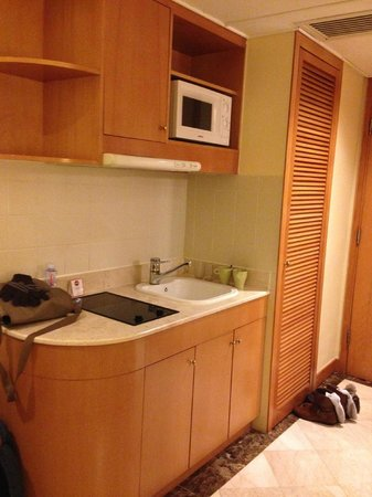 Harbour Plaza Resort City Hong Kong : Kitchette
