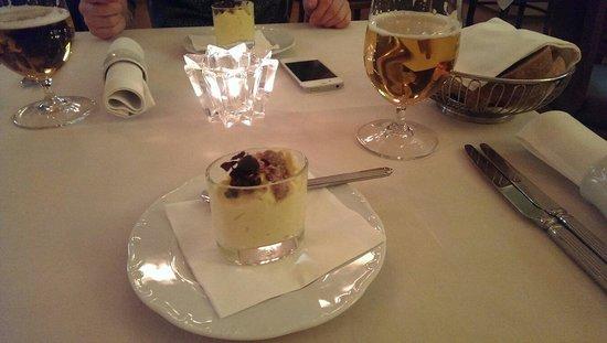 Tigris Restaurant : Очень вкусно, что это мы так и не поняли, но официант принес нам бесплатно