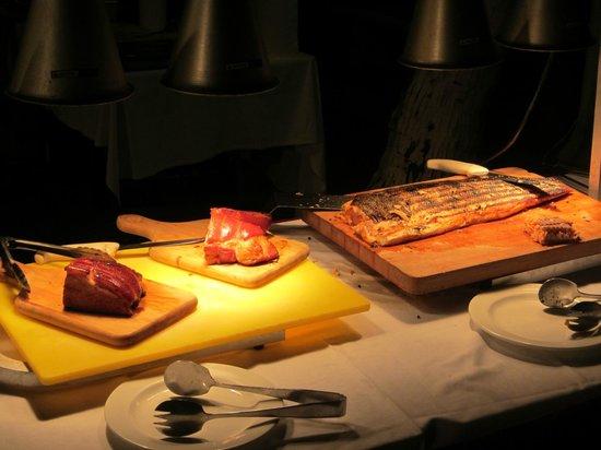 Avila Beach Hotel : verschiedene Fleischsorten beim Barbecue