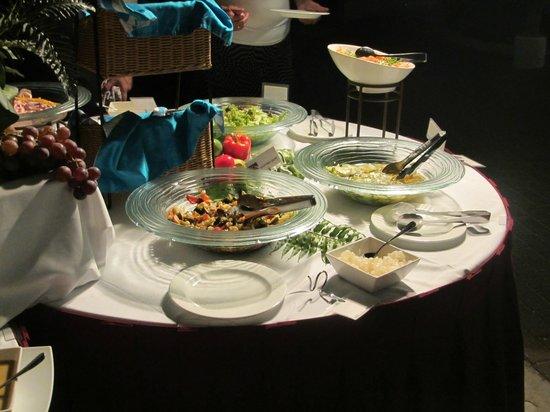 Avila Beach Hotel: verschieden Salatsorten beim Barbecue