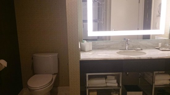 MGM Grand Hotel and Casino: Large mirror