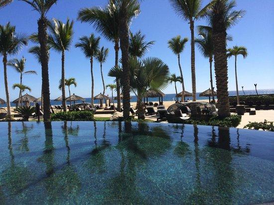 Cabo Azul Resort: Lower infinity pool