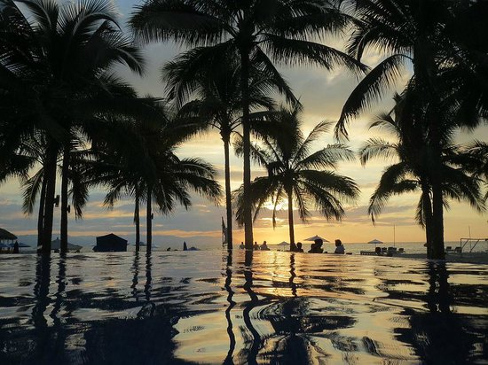 Friendly Vallarta All Inclusive Family Resort : Sunset from the Infinity Pool