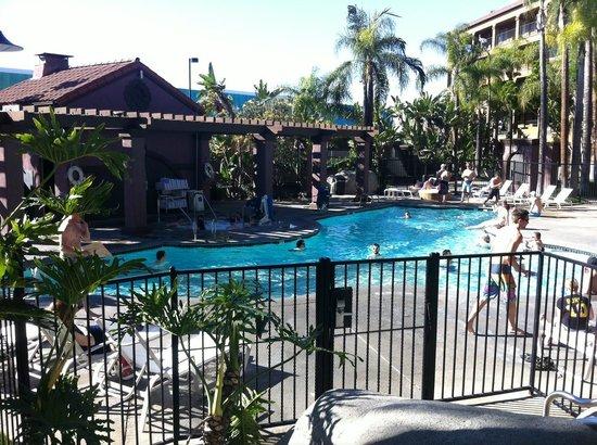 Four Points by Sheraton Anaheim: Pool area