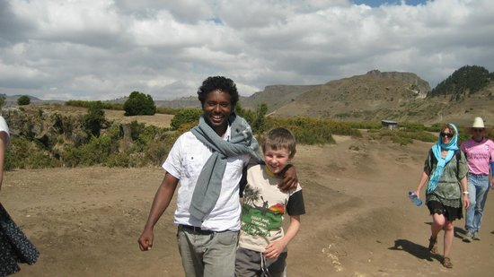 Lalibela Hudad: Mesfin and Donnacha on a walk