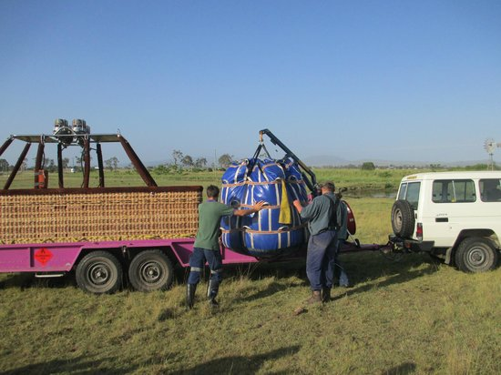 Hot Air Balloon Gold Coast: Packing the balloon