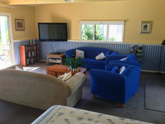 The Lodge - Far Meadow : Living Area with Large DTVare