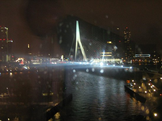 Inntel Hotels Rotterdam Centre : View of the bridge