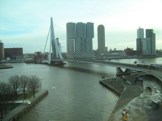 Inntel Hotels Rotterdam Centre: View of the bridge