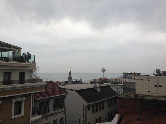 Apex Hotel: Вот на этой террасе на крыше я завтракала)))
