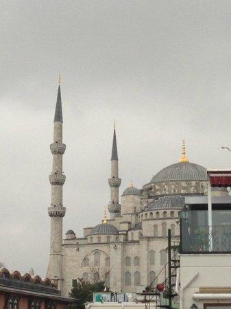 Apex Hotel: Вот на этой террасе на крыше я завтракала))) Вид на Голубую мечеть