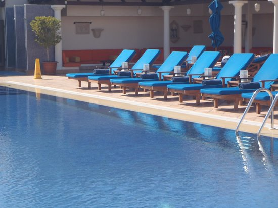 JW Marriott Hotel Dubai: B'ful pool-noisy though as planes take off and over every minute