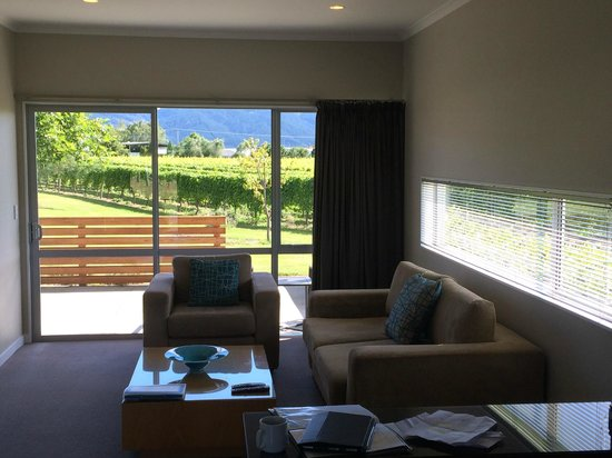 Marlborough Vintners Hotel Heritage Boutique Collection: View from Entrance 2