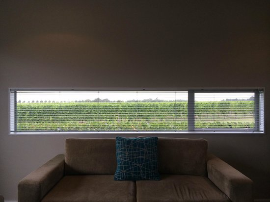 Marlborough Vintners Hotel Heritage Boutique Collection: Great View behind the Sofa