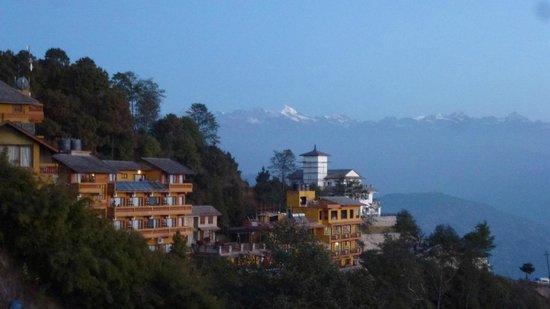 Niva Niwa Lodge: Vista dell'Himalaya dall'hotel