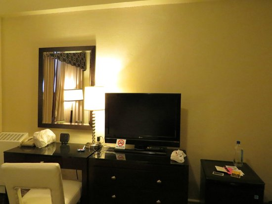 Chancellor Hotel on Union Square: TV, desk and fridge