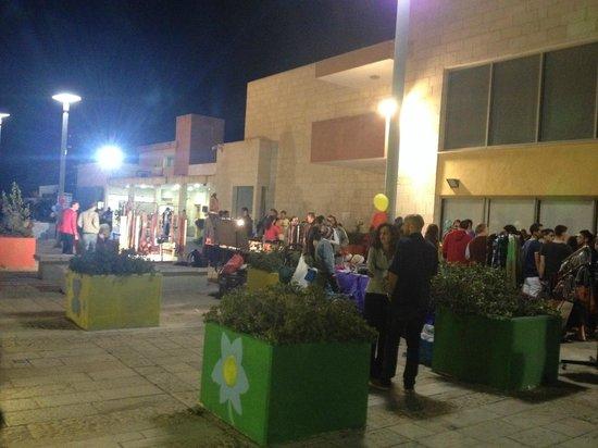 Haifa University: Party at the dorm moadon...