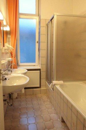Hotel Pension Fasanenhaus: Bagno e doccia